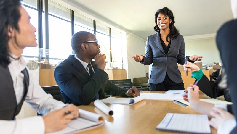 Teilweise bieten die Unternehmen selbst Weiterbildungsmaßnahmen an und fördern damit die Motivation ihrer kompetenten Mitarbeiter. (#02)