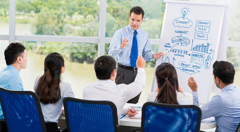 Die Betriebs- oder Handelsfachwirte können nach ihrer ersten Ausbildung zu Experten im Marketing werden oder an Förderprogrammen teilnehmen und so ihr Fachwissen erweitern. (#03)
