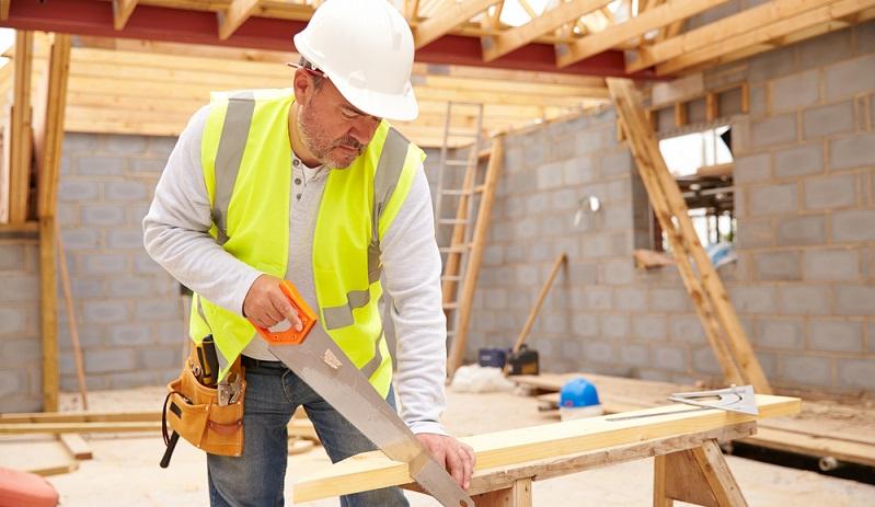 Im Hinblick auf Arbeitskleidung und Schutzkleidung haben Arbeitnehmer einige Pflichten, können ebenso jedoch auf gewisse Rechte zurückgreifen. Ist Schutzkleidung gesetzlich vorgeschrieben, muss ein Arbeitnehmer diese während der Tätigkeit tragen. (#02)