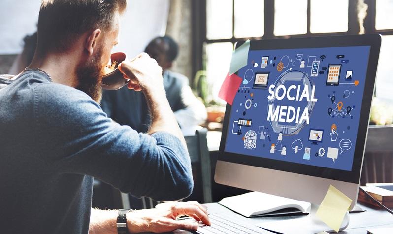 Bevor man seine Initiativbewerbung abschickt, sollte man seine eigene Online-Präsenz checken. Nur wenn das Internet-Profil stimmig ist, entsteht ein positiver Eindruck. Die Selbstdarstellung und die Kommunikation in den Social Media sollten nicht zu einem widersprüchlichen Bild führen. (#04)