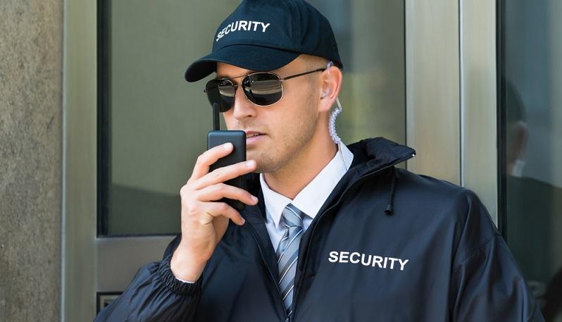 Typische Arbeiten von Detektiven sind die Observation und die Befragung von Zeugen. (#01)