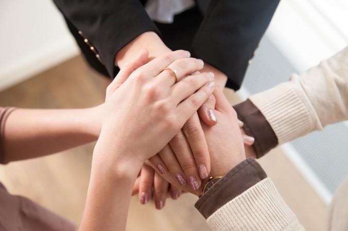 """Das Sprichwort """"Gemeinsam ist man stark"""" kommt nicht von ungefähr. Das gilt auch beim Change Management. Beziehen Sie ihre Mitarbeiter mit ein, denn schließlich wollen Sie gemeinsam das Ziel erreichen. (#4)"""
