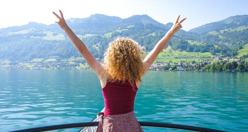 Schweizer halten vor allem ihre ethischen Werte sehr hoch. Menschlichkeit und zwischenmenschlicher Kontakt ist das, was zählt. (#02)