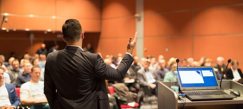 Speed-Pitching-Sessions sind institutionalisierte Formen der Investorengewinnung in der Gründerszene. Es handelt sich dabei um Veranstaltungen, bei denen Gründer und Investoren zusammengebracht werden. (#02)