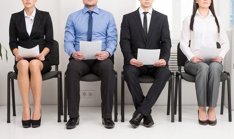 Die Personalverantwortlichen großer Unternehmen kämpfen sich täglich durch Berge mehr oder weniger originell gestalteter Bewerbungsmappen. (#01)