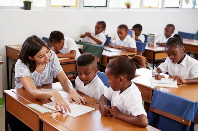 Zahlreiche Jobs in der Entwicklungshilfe warten auf interessierte Bewerber. Es werden unter Anderem Lehrkräfte gesucht, aber auch Erziehungswissenschaftler und Pädagogen. (#2)