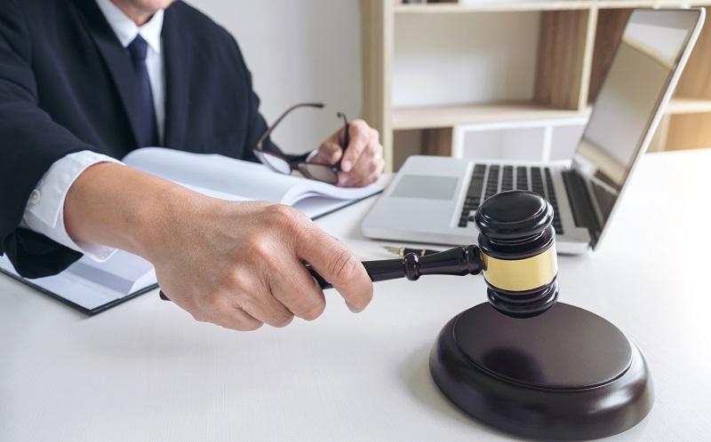 Das Arbeitsrecht kennt einige Vorgaben, die für eine korrekte Kündigung seitens der Arbeitnehmer zu beachten sind. (#07)