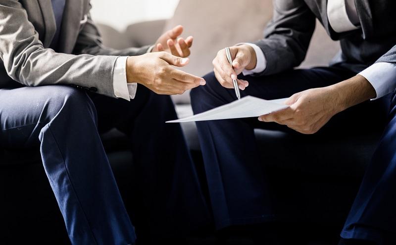 Wer unbedingt eine Erklärung abgeben möchte, kann den neuen Job als interessanter, verbunden mit mehr Verantwortung oder besser bezahlt darstellen. (#01)
