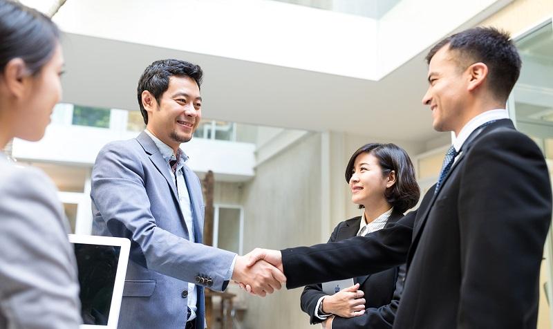 Berufstätige und Studenten träumen oft davon, ihre berufliche Weiterbildung im Ausland zu absolvieren. (#04)