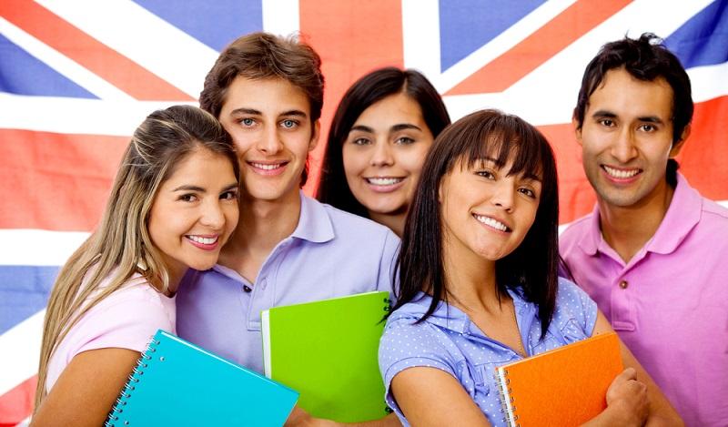 Die besten Chancen, um nach der Ausbildung ins Ausland zu gehen, haben junge Menschen direkt nach ihrer Ausbildung auch dann, wenn sie die Arbeit mit einen Sprachschule kombinieren. (#03)