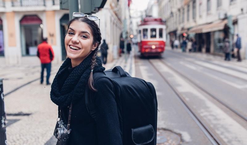 Nach der Ausbildung ins Ausland: Wo die besten Chancen lauern, das kann man zum Beispiel durch Praktika austesten, die dann in eine Festanstellung übergehen können. (#01)