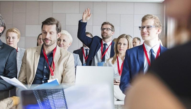 Neun von zehn Unternehmen finden Fernlehrgänge als Möglichkeit zur Weiterbildung der Mitarbeiter toll. (#01)