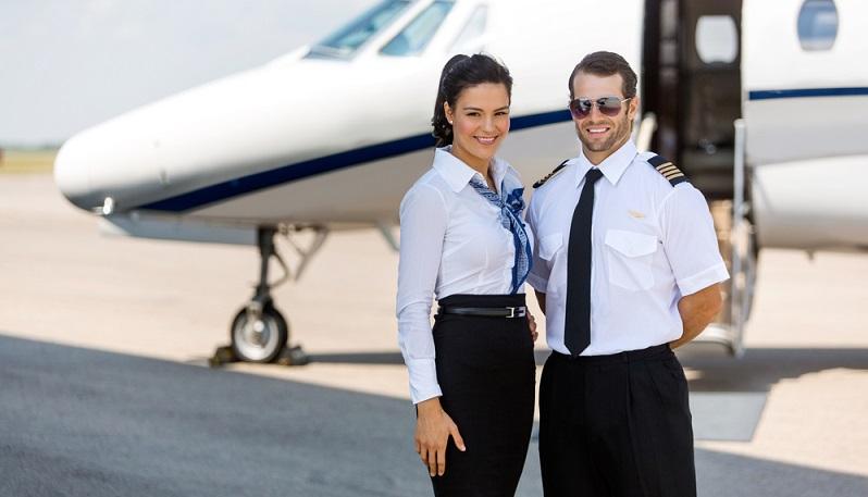 Ein Langstreckenpilot kann sein Fernweh daher besser befriedigen. Das gilt auch für die Flugbegleiter, die sich jedoch nebenbei mit teils unfreundlichen Passagieren herumschlagen müssen. (#02)