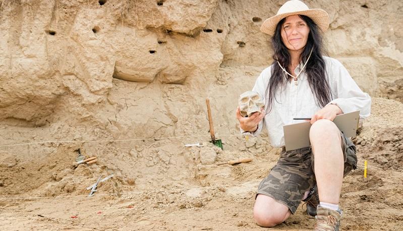"""Archäologen sind meist längere Zeit an einem """"Einsatzort"""" und lernen diesen von Grund auf kennen. (#01)"""