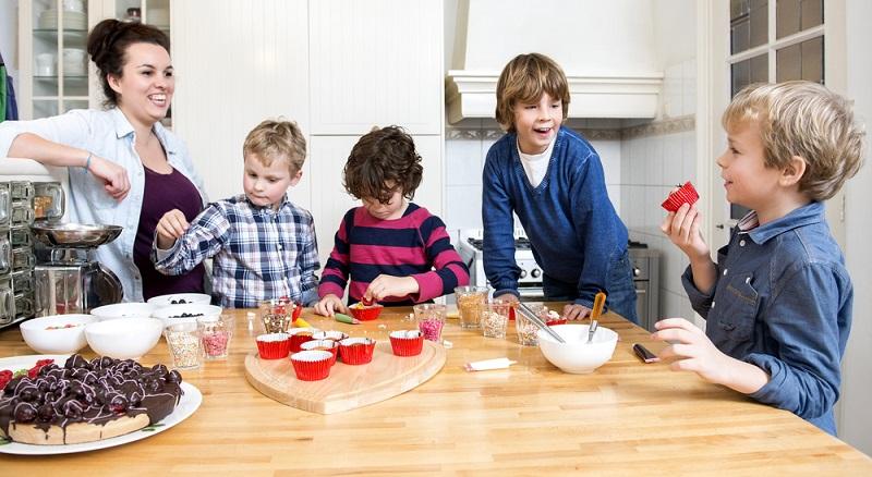Als Au Pair kümmern Sie sich um die Kinder der Gastfamilie, erhalten vor Ort dafür auch direkt Familienanschluss. (#04)