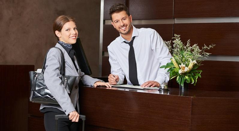 Hotelfachleute müssen nicht zwingend in Deutschland arbeiten, sie können auch im Ausland eine Stelle antreten. (#03)