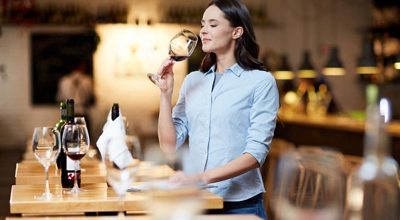 Immer auf dem aktuellen Stand bleiben und so auch in der Zukunft ein kompetenter Ansprechpartner sein. Darum geht es bei Fragen der Zukunft. Jeder Weinkellner kann dabei auf einen unschätzbaren Vorzug zurückgreifen, nämlich die persönliche Beziehung zu seinen Kunden und Gästen. (#03)