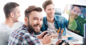 Arbeitsrecht: Spielen im Büro kann ins Auge gehen