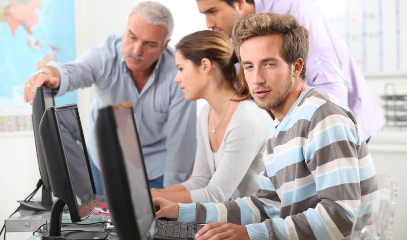 Eine wichtige Frage an den Arbeitgeber wäre: Gibt es verschiedene Weiterbildungsmöglichkeiten? (#05)