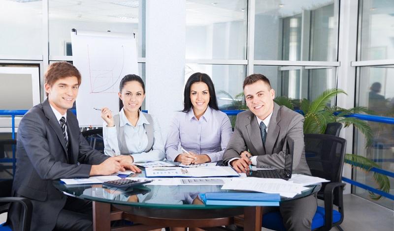 Oft gibt es die Möglichkeit, aus der Zeitarbeit heraus eine feste Anstellung zu finden. Auch wenn man sich manchmal häufig bewerben muss. (#2)
