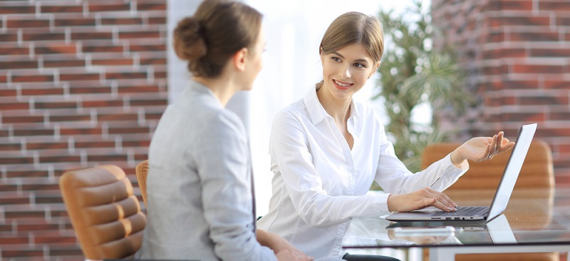 Personalplanung bezieht sich auf die Organisation der menschlichen Ressourcen einer Firma. Dabei wird der passende Einsatz einzelner Mitarbeiter ebenso berücksichtigt wie finanzielle Aspekte und die Unternehmenspolitik.