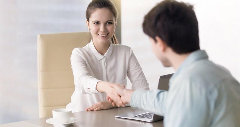 Die Bundesagentur für Arbeit hilft Unternehmen, Stellen mit geeigneten Mitarbeitern zu besetzen. (#02)
