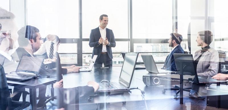 Mit dem Abschluss des Betriebswirt hätte der Arbeitnehmer die Kompetenz, als Führungskraft wichtige, zukunftsorientierte Entscheidungen für den Betrieb, in dem er tätig ist, vorzubereiten und zu treffen.