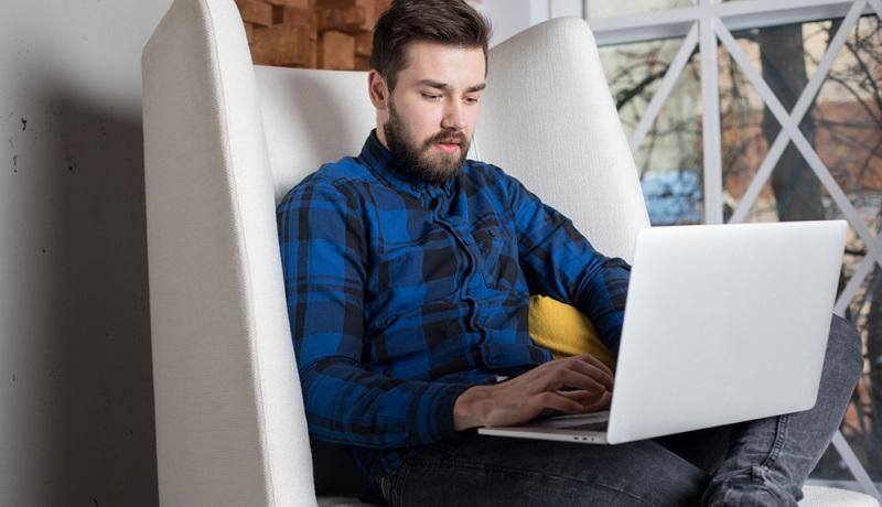 Statt teure Anzeigen in Lokalzeitungen oder überregionalen Blättern zu schalten, kann man mit einer Online-Stellenanzeige alle gewünschten Bewerber in einem definierten Umkreis erreichen.(#01)