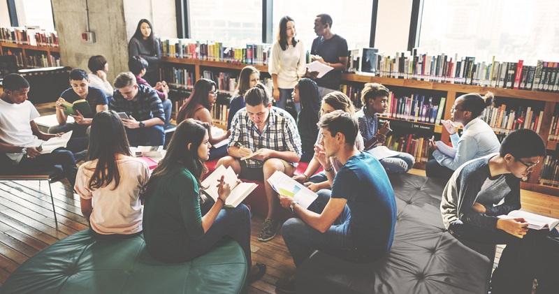 Für manche Berufseinsteiger ist die Berufsfachschule nur eine Alternative, für andere ein geplanter Einstieg in weiterführende Qualifikationen. Je nach Bundesland können unterschiedliche Voraussetzungen gelten.