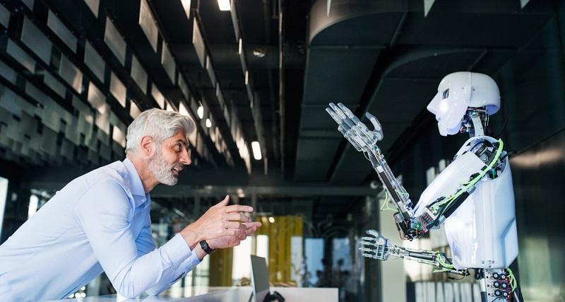 Wenn man den Arbeitsplatz der Zukunft betrachtet, dann spielen dabei zwei Schlagwörter eine wichtige Rolle: Digitalisierung und Automatisierung.