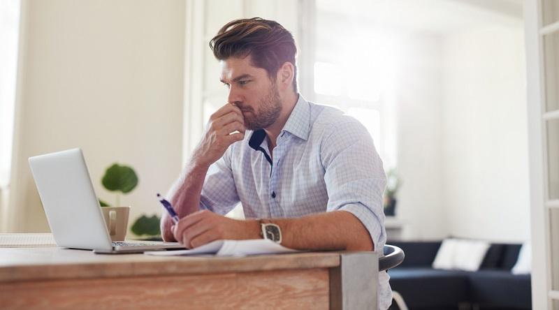 Die Möglichkeit, die Arbeit zu Hause zu verrichten, bringt noch einen weiteren positiven Nebeneffekt mit sich: Die Wege zur Arbeit fallen weg. Bisher verbringen zahlreiche Arbeitnehmer einen erheblichen Teil des Tages mit dem Weg zur Arbeit.