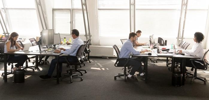 Arbeitsplatz der Zukunft: Chancen und Risiken (Foto: Shutterstock - fizkes)