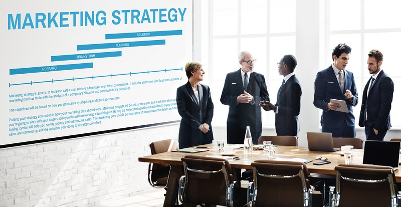 Viele Unternehmen reagieren auf bestimmte Situationen und sind plötzlich der Meinung, sie müssten doch ein wenig an der Markenführung arbeiten oder eine Vertriebsstrategie finden.