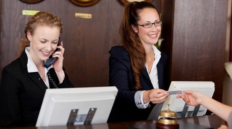 Hotels beherbergen häufig Menschen aus aller Welt. Das macht es notwendig, dass die Angestellten verschiedene Sprachen sprechen.