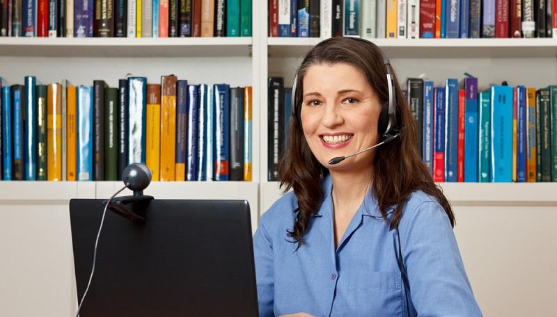 Die Ausbildung zum Dolmetscher oder Übersetzer findet in der Regel an einer Hochschule oder an einer Fachakademie statt. Diese verlangen normalerweise das Abitur als Zugangsvoraussetzung.