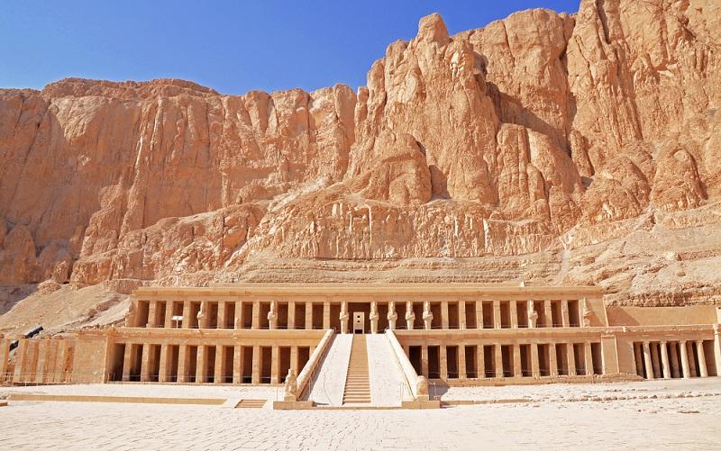 Der Totentempel der Hatschepsut stammt aus der 18. Dynastie und ist wohl eine der Hauptattraktionen in der Region um Theben. (#05)