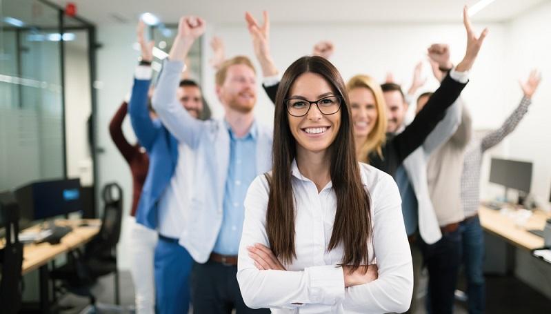 Die Mitarbeiterführung gehört zu den komplexesten Aufgaben innerhalb eines Unternehmens, denn die Führungskraft muss sich nicht nur an den zu erledigenden Aufgaben orientieren, sondern sich auch individuell auf die unterschiedlichen Persönlichkeiten der Angestellten einstellen.