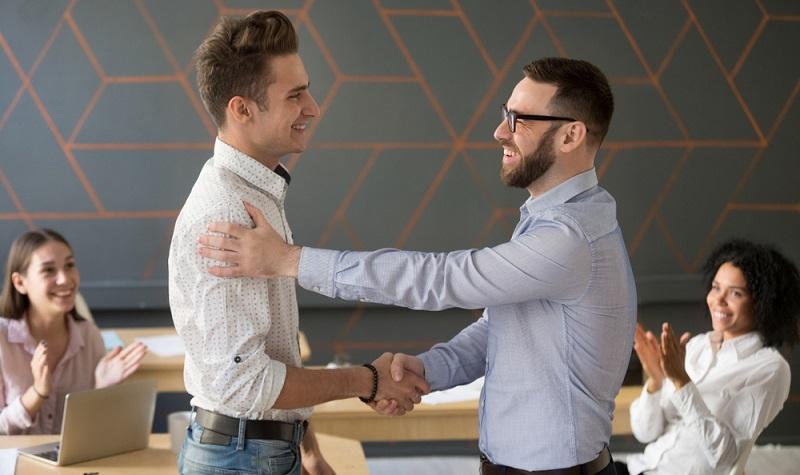 Letztlich müssen sowohl das Management als auch die Mitarbeiter sich daran gewöhnen, dass eine Machtteilung praktiziert wird.