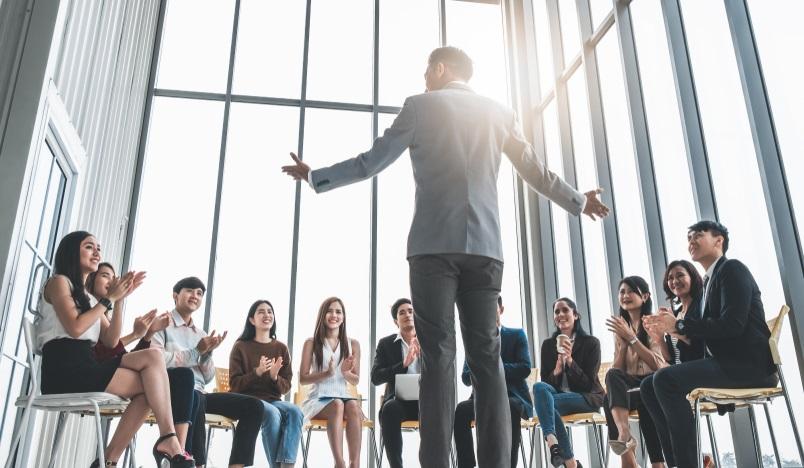 Die Mitarbeiter zu motivieren, ist eine der wichtigsten Aufgaben, die Führungskräfte erfüllen müssen