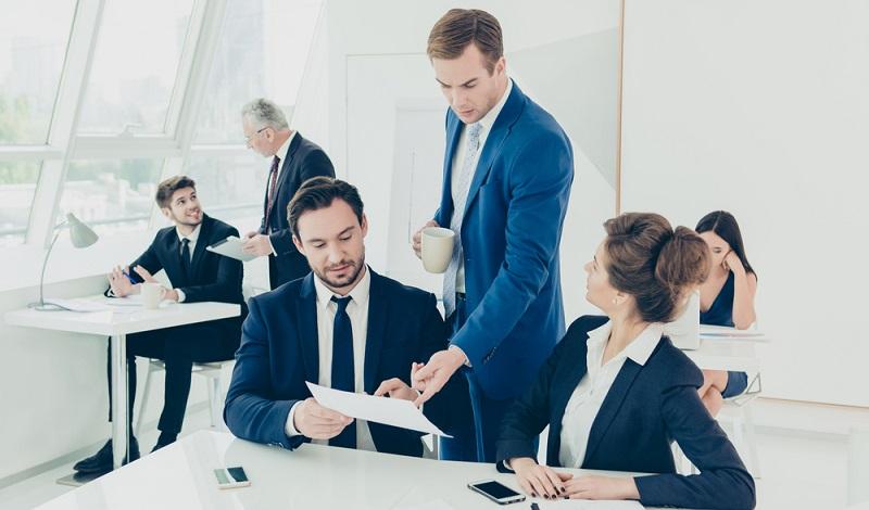 Führungsstile sind Verhaltensweisen, die der Vorgesetzte nutzt, um seine Mitarbeiter zu motivieren, die erwünschte Leistung zu erbringen.