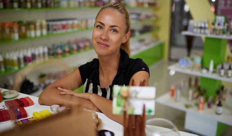 Lebensmitteldiscounter, Möbelgeschäft, Baumarkt oder Modeboutique, dies sind die Orte, an denen man als Einzelhandelskauffrau tätig sein wird.