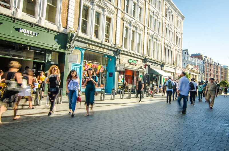 Die Bundesrepublik Deutschland weist eine Vielzahl an verschiedenen Geschäften auf, die zahlreiche Möglichkeiten auf Karrieren im Einzelhandel regelrecht garantieren. (#04)