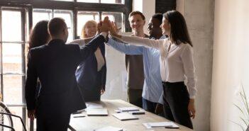 Unternehmenskultur: Offene oder kooperative? (Foto: Shutterstock-fizkes)
