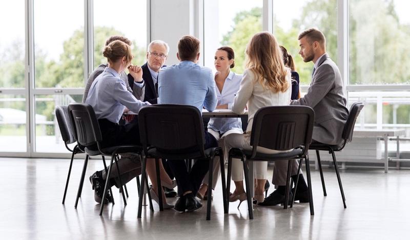 Unter einer offenen Unternehmenskultur wird die Kommunikation verstanden, die innerhalb des Unternehmens geführt wird.  ( Foto: Shutterstock- Syda Productions)