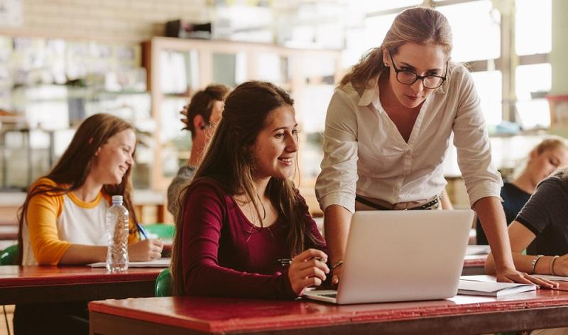 Arbeitnehmer sollen laut Studie vom Qualifizierungschancengesetz profitieren, weil sie für die Arbeitswelt von morgen fit gemacht werden. ( Foto: Shutterstock-Jacob Lund)