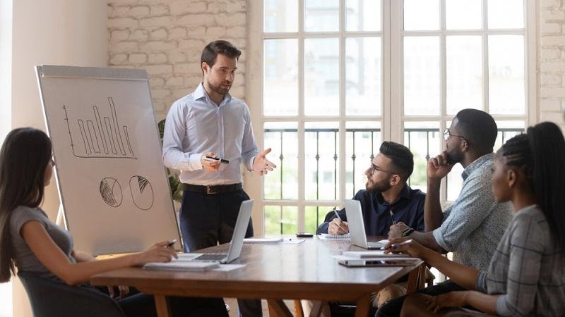 Noch immer sind nicht alle Weiterbildungen wirklich zuschussfähig, es gibt fünf Kriterien, die für eine Bezuschussung erfüllt sein müssen  ( Foto: Shutterstock-fizkes)