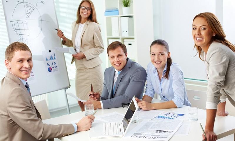 Die Arbeitsagentur übernimmt die Weiterbildungskosten und das Arbeitsentgelt bzw. leistet entsprechende Zuschüsse.  ( Foto: Shutterstock-Pressmaster)