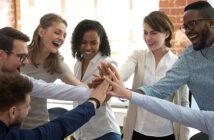 Mitarbeiterbindung: 5 kostengünstige Möglichkeiten, Mitarbeiter an das Unternehmen zu binden ( Foto: Shutterstock- fizkes)