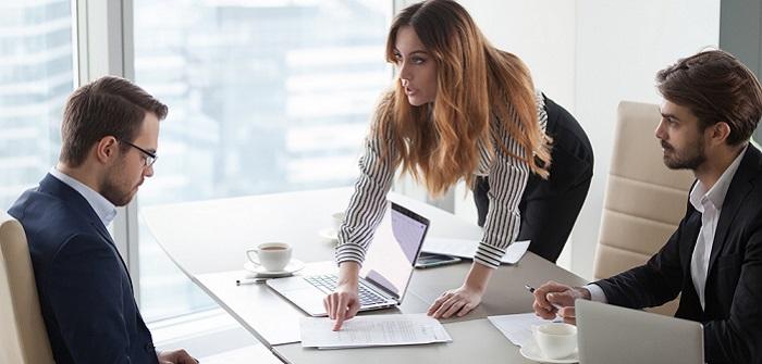 Arbeitszeitbetrug nachweisen: das ist beim Home-Office zu beachten! ( Foto: Shutterstock -fizkes)