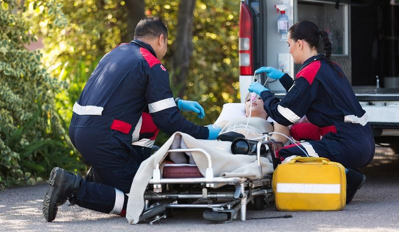 Viele Notfallsanitäter mögen die Herausforderung, sich immer wieder auf neue Situationen einstellen zu müssen und nie genau zu wissen, was auf sie wartet.  ( Foto: Shutterstock-michaeljung)